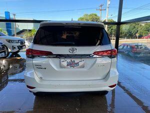 Toyota Hilux SW4 2.8 SRX Turbo Branco 2017