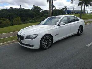 BMW 750i 4.4 Luxury V8 Branco 2010