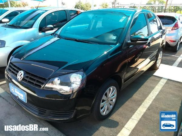 VOLKSWAGEN POLO SEDAN 1.6 8V Preto 2013
