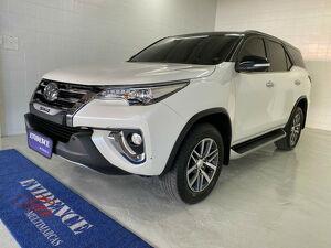 Toyota Hilux SW4 2.8 Branco 2017