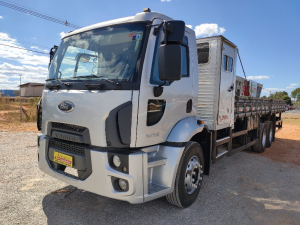 Ford Cargo 2423 E Turbo Prata 2013