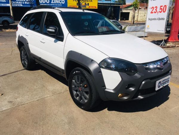 FIAT PALIO WEEKEND 1.8 ADVENTURE LOCKER 8V Branco 2017